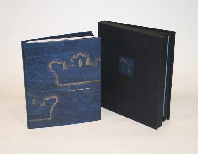 Annika was named Master Bookbinder 2008 by The Swedish Bookbinder's Guild. The book: Det okända Stockholms stadshus (Infobooks). Binding: Painted black goat leather with gold wax. Photo © Kaj Flick http://bokbindarmastareforeningen.se